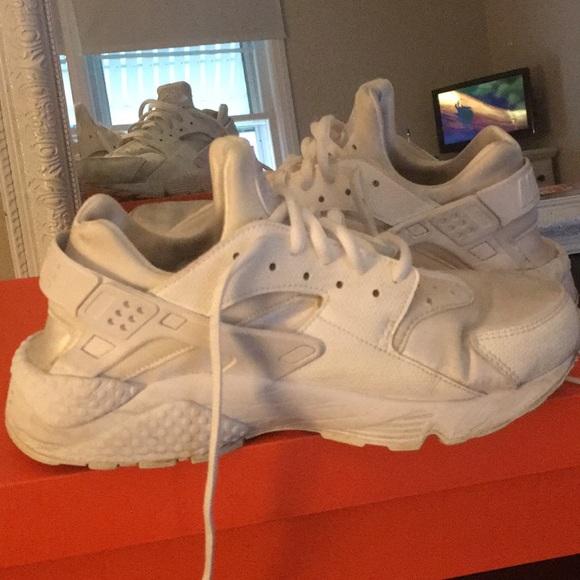 White Nike Huarache Run Size